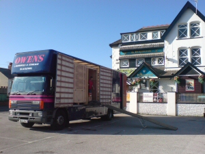 Photo - Moving the landlord from The Burlington, Blackpool to a pub in Penwortham in Preston, Lancashire
